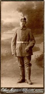 8460A-Wolfenbuettel201-Artillerikaserne-Soldaten-Portrait-Hartpappe-Scan-Vorderseite.jpg