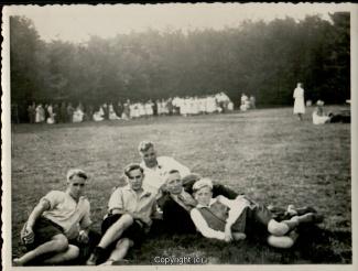 0510A-Sennhuette120-Personengruppe-1932-Scan-Vorderseite.jpg