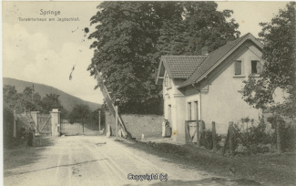 2010A-Saupark149-Torwaerterhaus-1917-Scan-Vorderseite.jpg