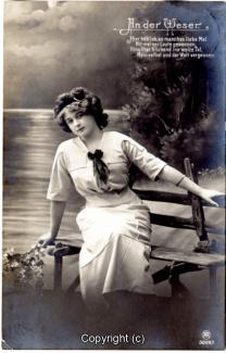1120A-Romantik036-An-der-Weser-Frau-Text-oben-rechts-1912-Scan-Vorderseite.jpg