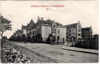 6210A-Wolfenbuettel047-Artilleriekaserne-Strassenansicht-1908-Scan-Vorderseite.jpg