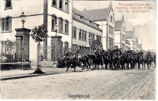 6750A-Wolfenbuettel059-Artillerikaserne-Soldaten-Umzug-1906-Scan-Vorderseite.jpg
