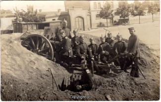 6850A-Wolfenbuettel066-Artillerikaserne-Soldaten-Innenbereich-1915-Scan-Vorderseite.jpg