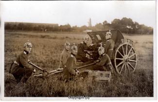 7130A-Wolfenbuettel074-Artillerikaserne-Soldaten-Feldeinsatz-1915-Scan-Vorderseite.jpg