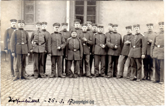 7820A-Wolfenbuettel084-Artillerikaserne-Soldaten-1917-Scan-Vorderseite.jpg