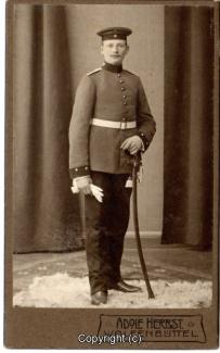 8410A-Wolfenbuettel096-Artillerikaserne-Soldaten-Portrait-Hartpappe-Scan-Vorderseite.jpg