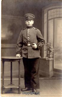 8430A-Wolfenbuettel098-Artillerikaserne-Soldaten-Portrait-Scan-Vorderseite.jpg