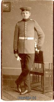8440A-Wolfenbuettel099-Artillerikaserne-Soldaten-Portrait-Hartpappe-Scan-Vorderseite.jpg