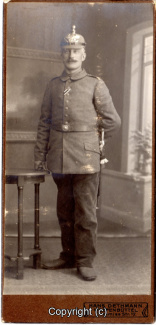 8450A-Wolfenbuettel100-Artillerikaserne-Soldaten-Portrait-Hartpappe-Scan-Vorderseite.jpg