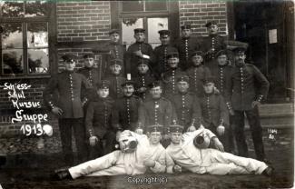 7830A-Wolfenbuettel184-Artillerikaserne-Soldaten-1913-Scan-Vorderseite.jpg