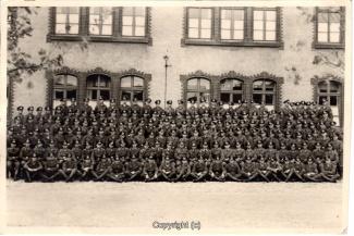 9105A-Wolfenbuettel076-Artillerikaserne-Soldaten-Innenbereich-Scan-Vorderseite.jpg